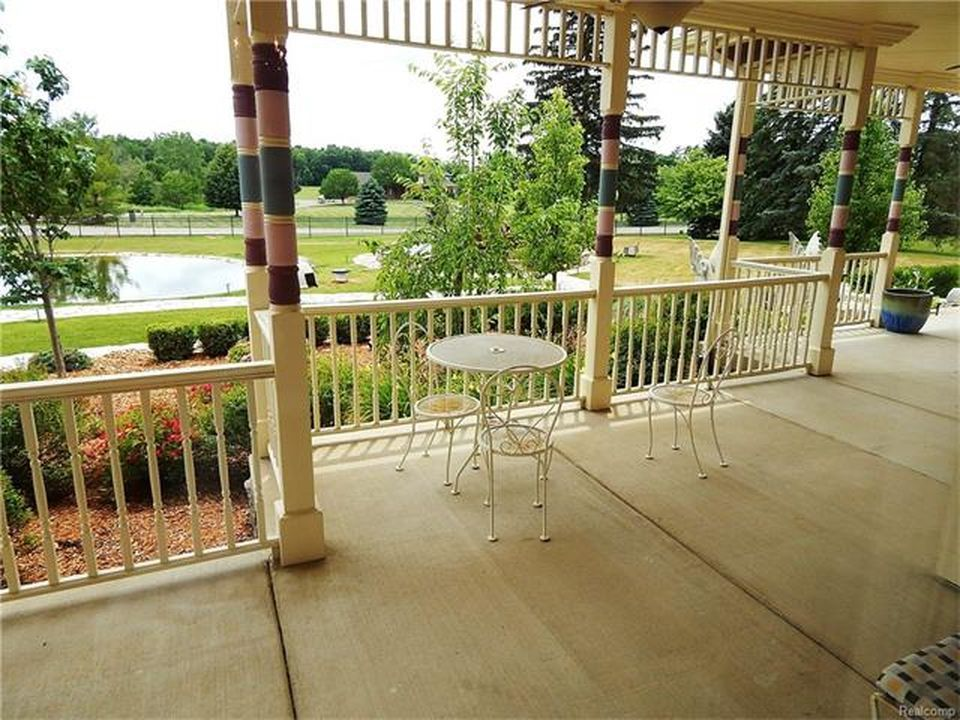 The patio offers a coffee table and chairs set. Images courtesy of Toptenrealestatedeals.com.