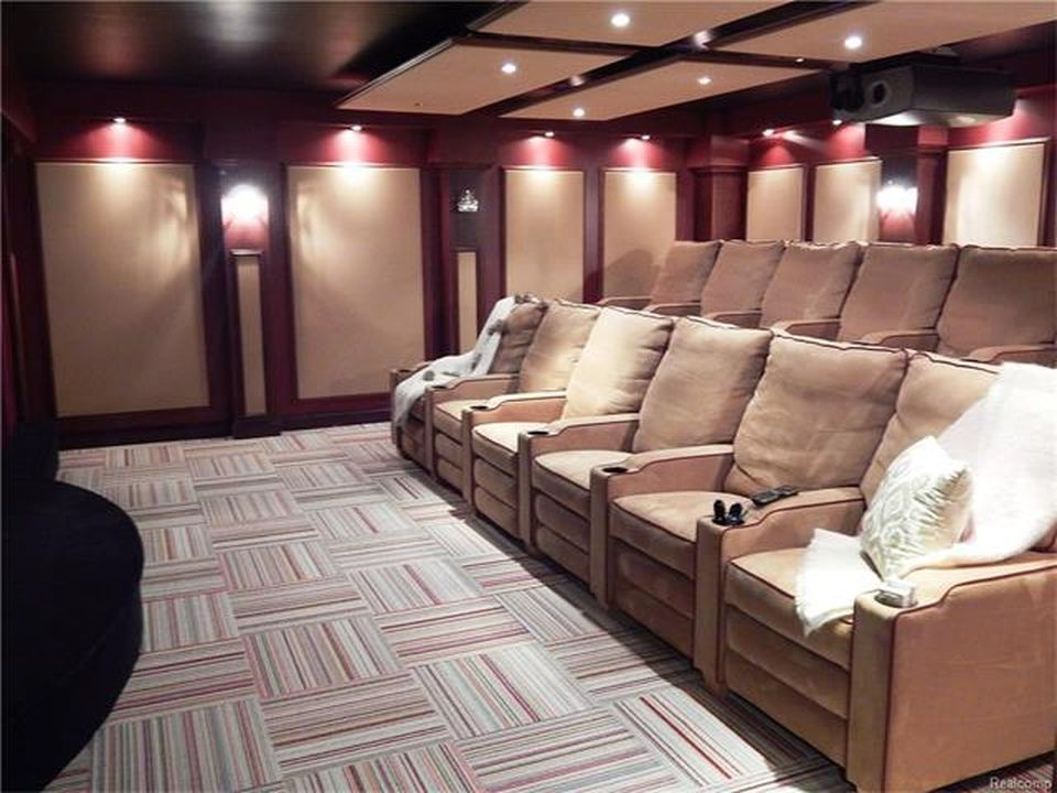 Focused look at this home theater's set of comfy sectional seats surrounded by beautiful walls. Images courtesy of Toptenrealestatedeals.com.