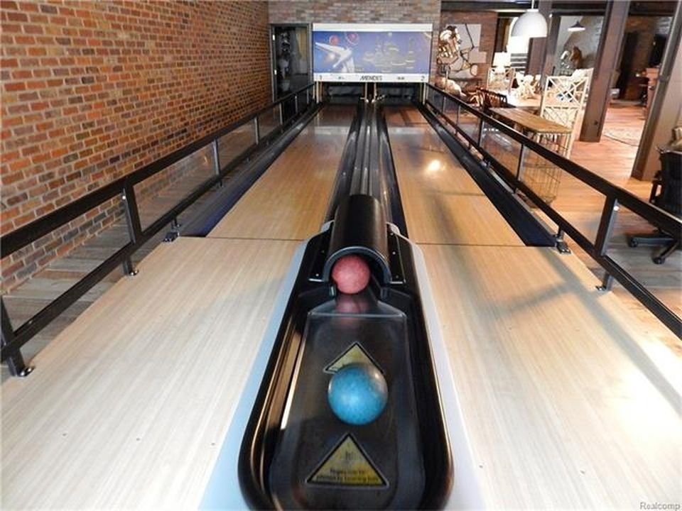 A focused look at the home's bowling alley. Images courtesy of Toptenrealestatedeals.com.