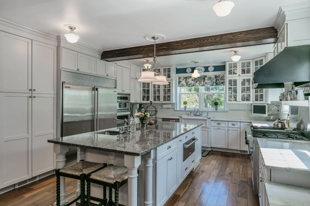 Kitchen featuring a large center island with space for a breakfast bar. Image courtesy of Toptenrealestatedeals.com.