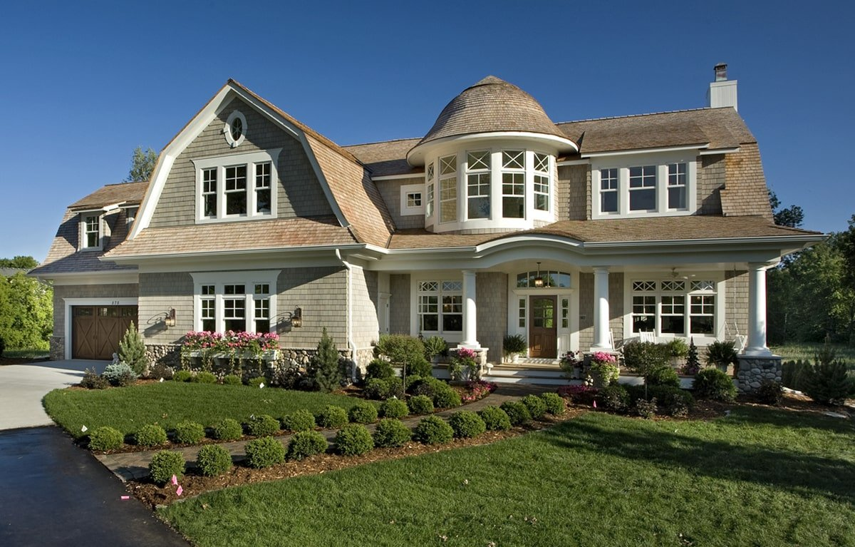 4-Bedroom Two-Story Shingle Style Home for the Large Family
