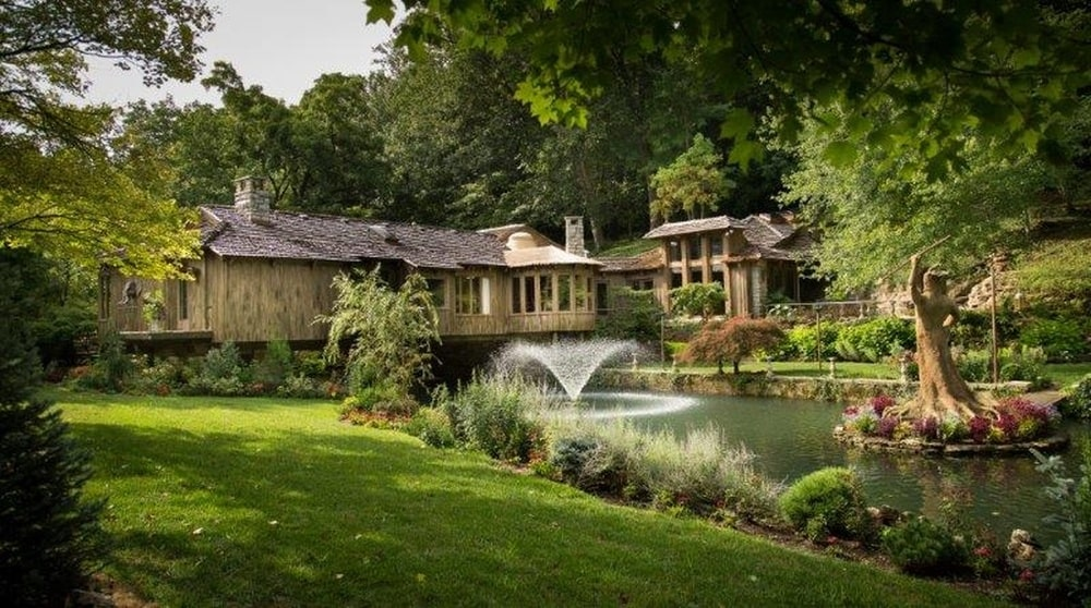 This is a look at the house from the vantage of the walkway across the banks. You can see here the large house perched over the water scenery with a fountain. Image courtesy of Toptenrealestatedeals.com.