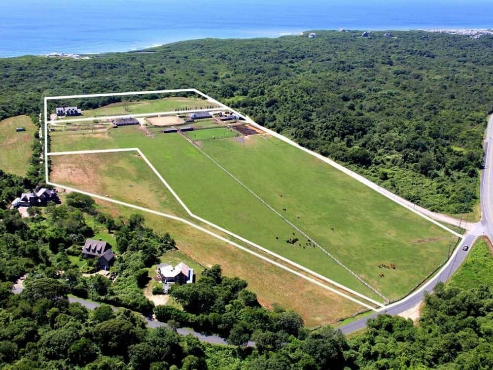 This aerial view of the estate has white lines to mark the boundaries of the property from the road to the cliff. Image courtesy of Toptenrealestatedeals.com.