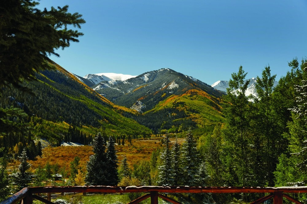 This is the sweeping view of the mountains and the surrounding landscape from the vantage of the second-floor balcony. Image courtesy of Toptenrealestatedeals.com.