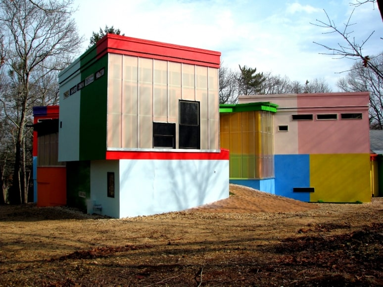 This is a look at the exterior back of the house showing bloack of structures with different colors and patterns. Image courtesy of Toptenrealestatedeals.com.