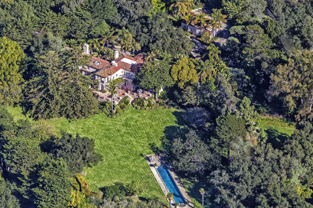 This aerial view of the estate shows the green landscape surrounding the earthy tones of the house. You can also see here the distance of the pool from the house. Image courtesy of Toptenrealestatedeals.com.
