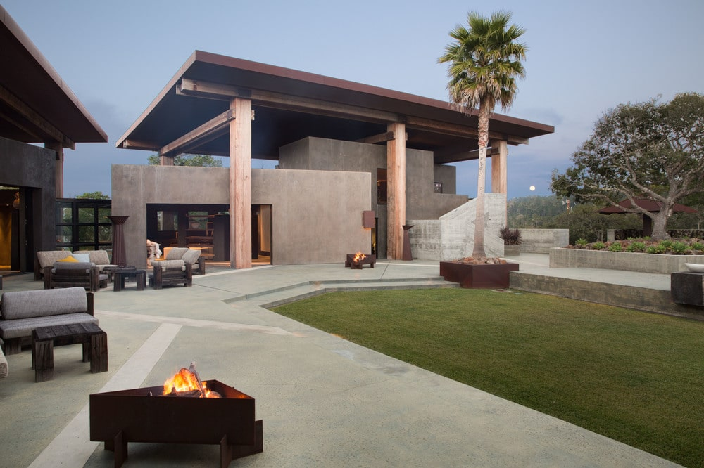 This other view of the house showcases the grass lawn beside the pool. This is connected to the concrete walkways on the side of the house through concrete steps. Image courtesy of Toptenrealestatedeals.com.