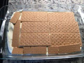 A layer of graham crackers are added on the mix.