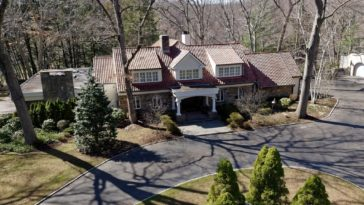 This is an aerial view of the main house of the estate. You can see here that it has earthy clay tiles on its roof that makes it stand out against the surrounding green landscape. Image courtesy of Toptenrealestatedeals.com.