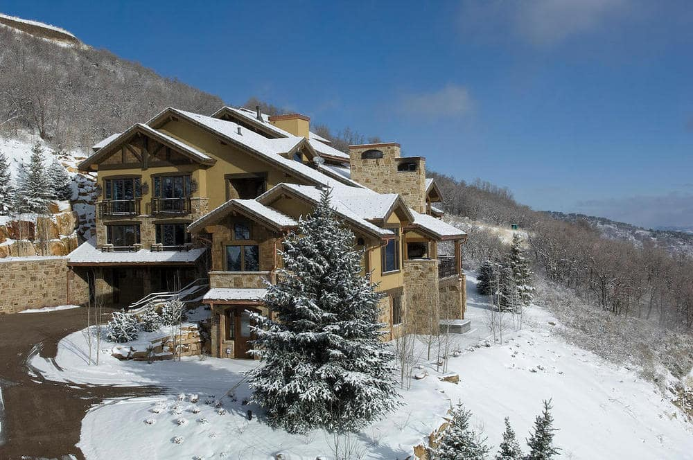 This is an aerial view of the house showing the ski access on the side of the house. Image courtesy of Toptenrealestatedeals.com.