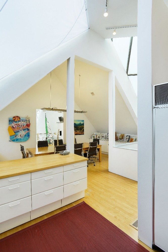 Here's the entry to the home's kitchen featuring a red area rug. Image courtesy of Toptenrealestatedeals.com.