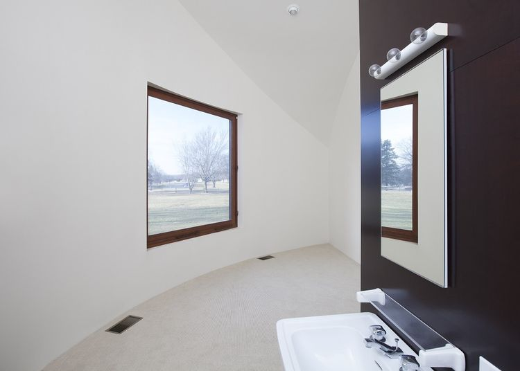 This is a glimpse of the interiors of the house showing the white walls of the bathroom. Image courtesy of Toptenrealestatedeals.com.