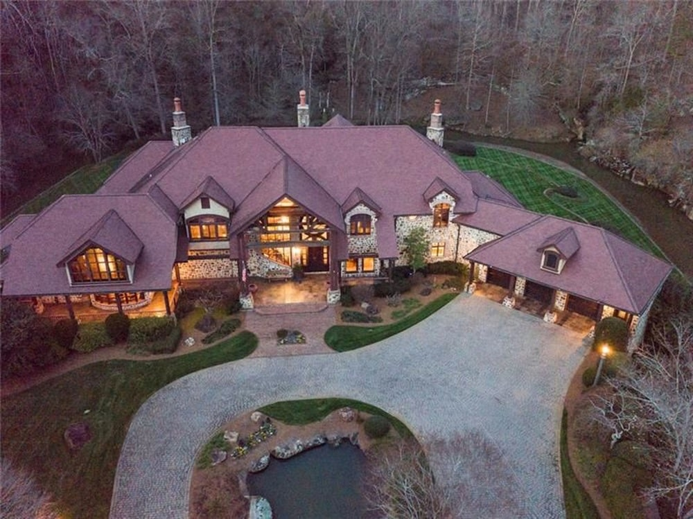 This is an aerial view of the front of the house with a large concrete driveway that curved to accommodate the large pond in the middle. Image courtesy of Toptenrealestatedeals.com.