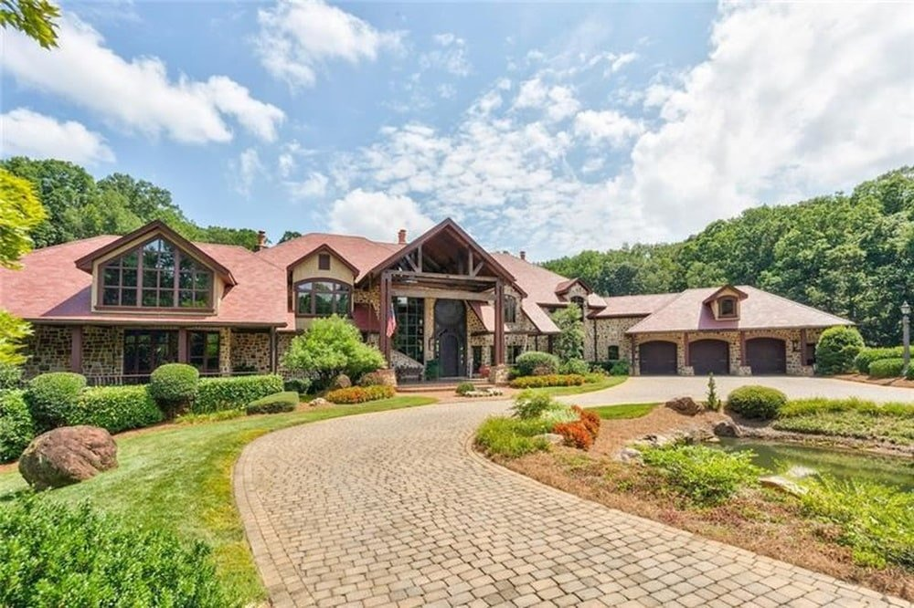 This is a look at the front of the house from the vantage of the brick driveway. These are then complemented by the landscaping of shrubs and grass lawns. Image courtesy of Toptenrealestatedeals.com.