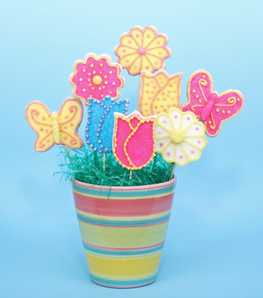 A bouquet of flower cookies.