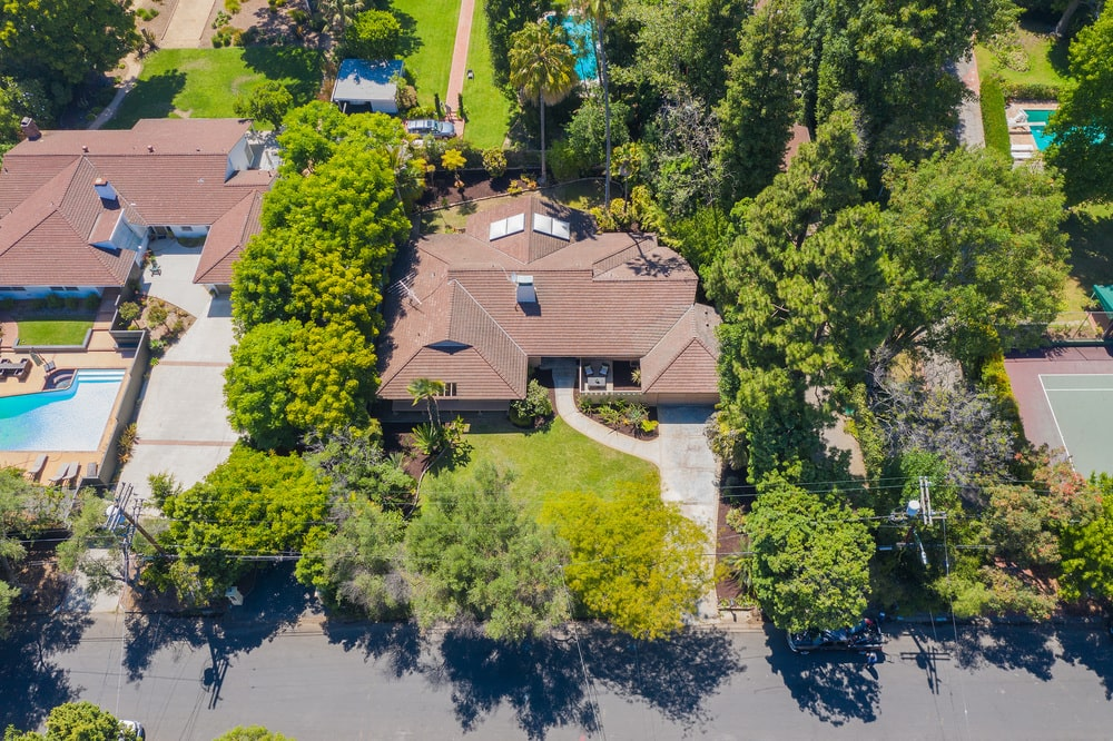 This is a look at the front of the house from an aerial perspective. Here you can see the lawn, surrounding trees and the driveway leading to the garage. Image courtesy of Toptenrealestatedeals.com.