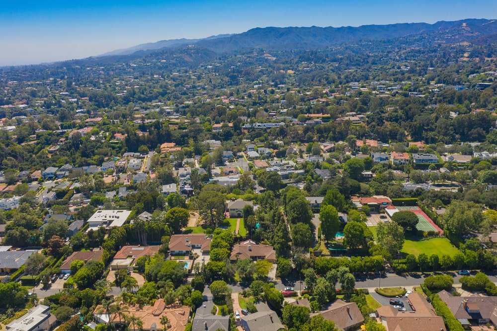 This aerial view of the house showcases the lavish neighborhood filled with tall trees. Image courtesy of Toptenrealestatedeals.com.