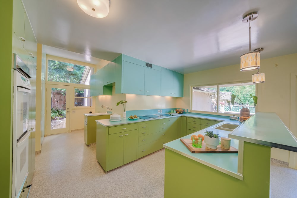 This closer look at the kitchen shows that the cabinetry at the bottom are green while the hanging ones are turquoise. Image courtesy of Toptenrealestatedeals.com.
