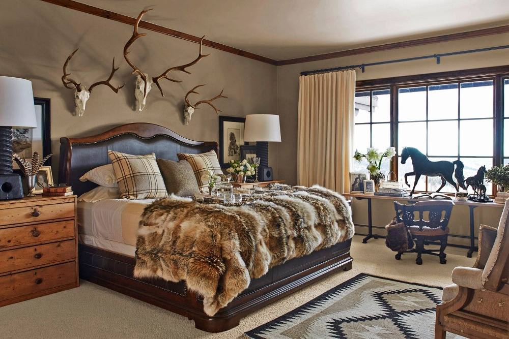 Bedroom with a classy bed set with two bedside cabinets topped by large table lamps. Image courtesy of Toptenrealestatedeals.com.