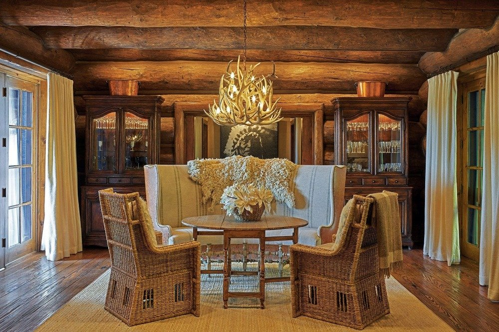 This room offers an elegant table and chairs set lighted by a gorgeous chandelier hanging from the rustic ceiling. Image courtesy of Toptenrealestatedeals.com.