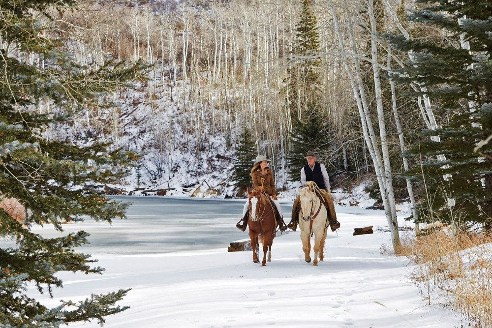 Greg Norman with his wife, strolling the landscape on a horse. Image courtesy of Toptenrealestatedeals.com.