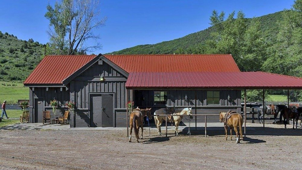 Here's the small stable near the main house. Image courtesy of Toptenrealestatedeals.com.