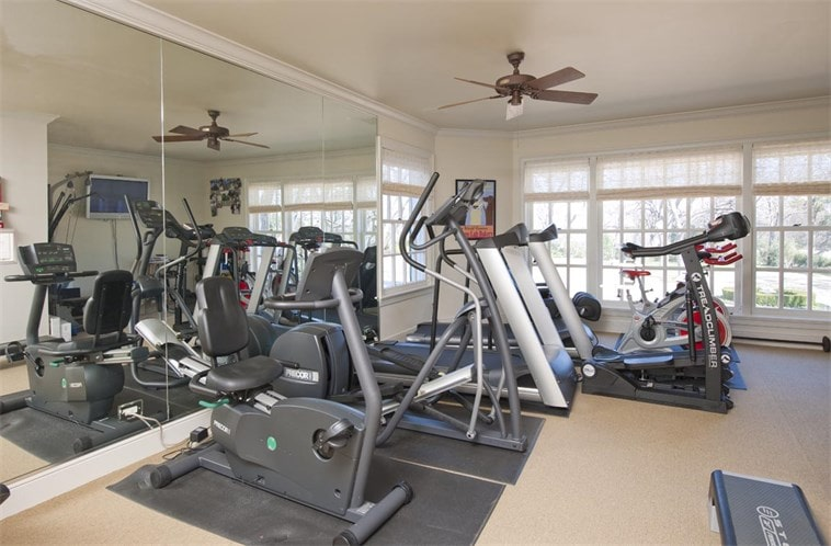 This is the well-equipped gym with wall mirrors and a variety of modern machines. Image courtesy of Toptenrealestatedeals.com.