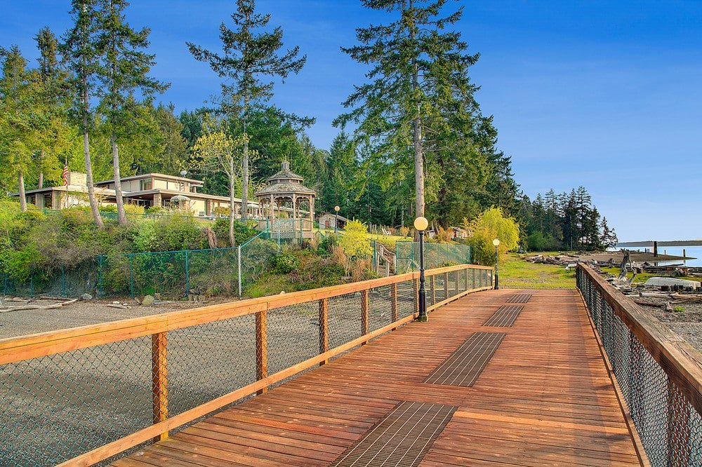 The house is still clearly seen from the vantage of the wooden walkway. Image courtesy of Toptenrealestatedeals.com.
