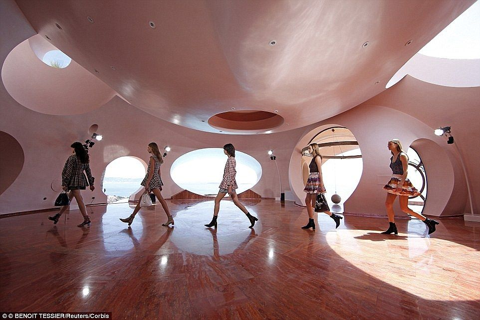 A spacious hall with female models walking in line. Image courtesy of Toptenrealestatedeals.com.