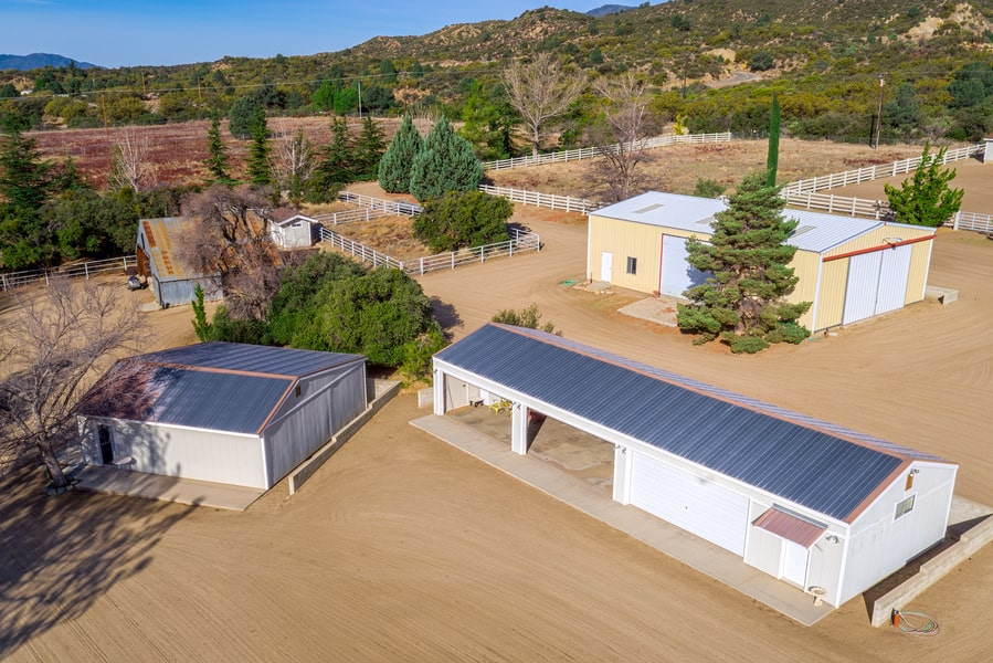 This is an aerial view of the various horse facilities of the ranch. Image courtesy of Toptenrealestatedeals.com.