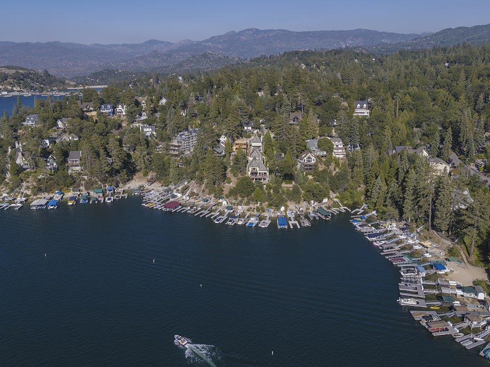 This farther aerial view of the house shows the large lakeside community that the house belongs to. Image courtesy of Toptenrealestatedeals.com.