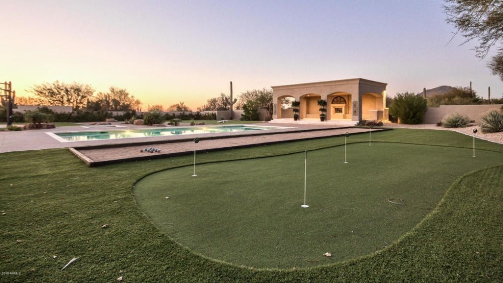 There's a mini golf course on the side of the swimming pool. Image courtesy of Toptenrealestatedeals.com.