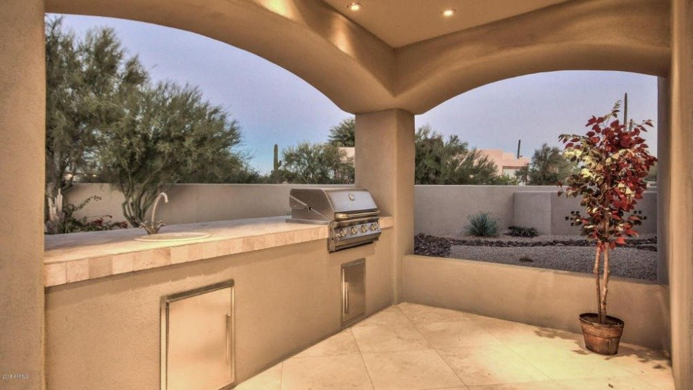 A look at the home's outdoor kitchen with a single counter. Image courtesy of Toptenrealestatedeals.com.