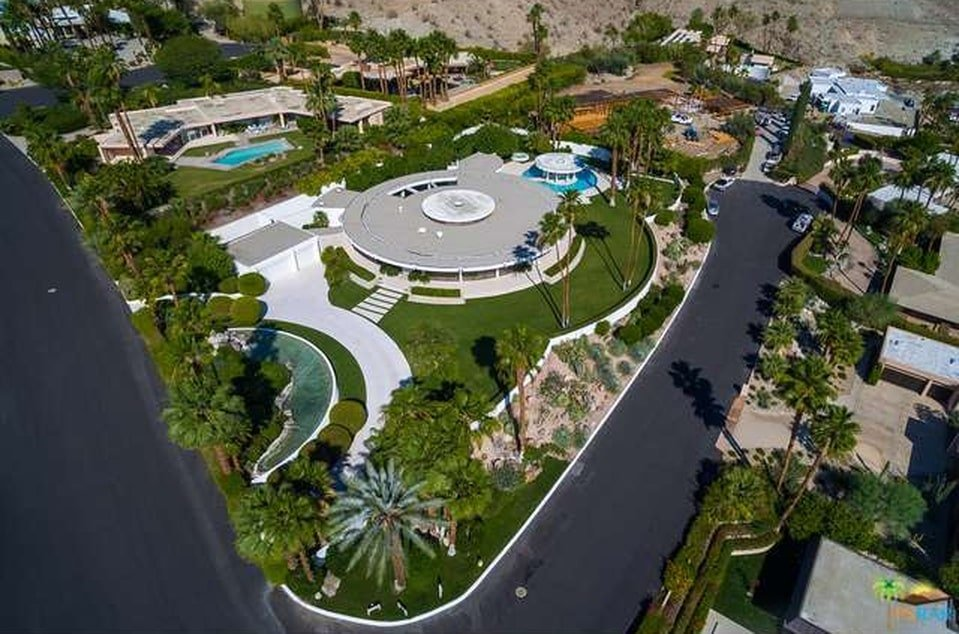 This is another aerial view of the house that shows the shapes of the different sections of the property. Image courtesy of Toptenrealestatedeals.com.