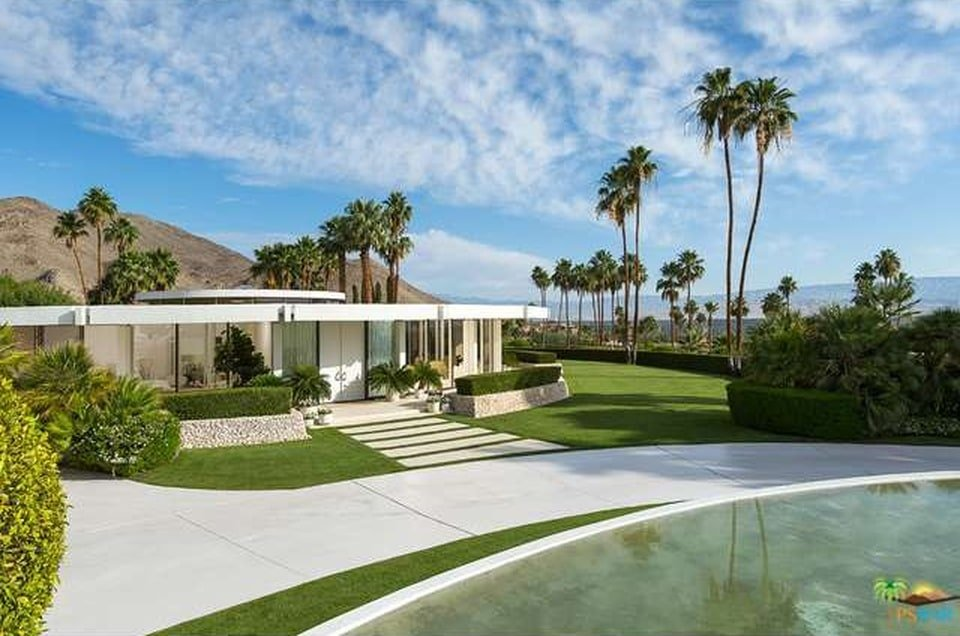 This is a front view of the house from the vantage of the street. You can see here the wide walkway with concrete slabs on the grass lawn leading to the main entrance. Image courtesy of Toptenrealestatedeals.com.