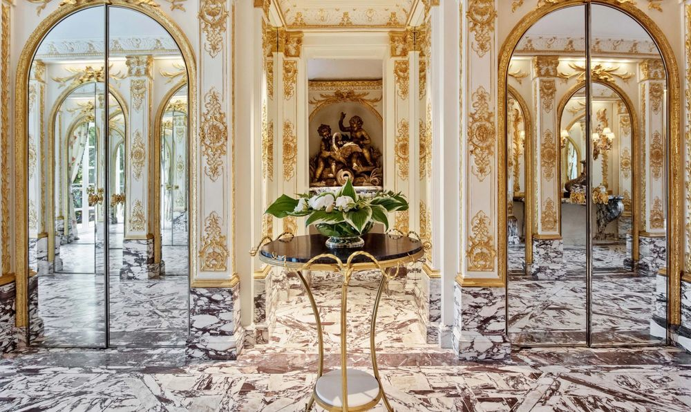 This is the set of elevators of the mansion with mirrored sliding doors and a small round table in the middle bearing a flower vase. Image courtesy of Toptenrealestatedeals.com.