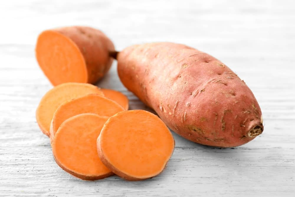 A white sweet potato with slices on the side.