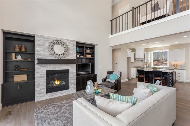 Dark wood built-ins filled with various decors and a small TV flanked the fireplace.