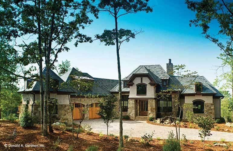 4-Bedroom Two-Story The Clubwell Manor Mountain Home with Elevator