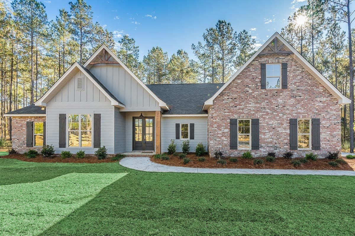 5-Bedroom Single-Story New American Home for Corner Lot with 8'-Deep Rear Porch