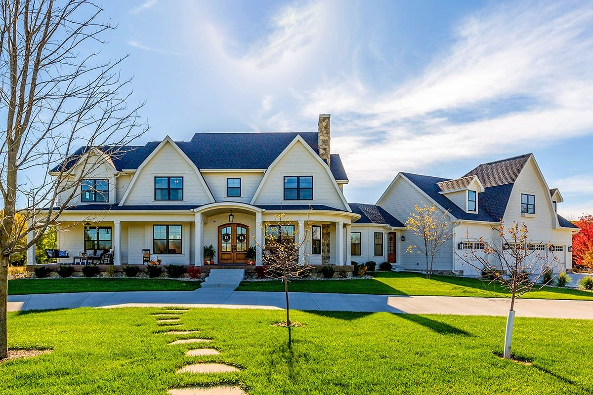 5-Bedroom Two-Story Modern Farmhouse with Gambrel Roofs