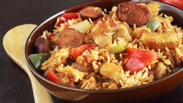 A bowl of freshly-cooked chicken jambalaya.