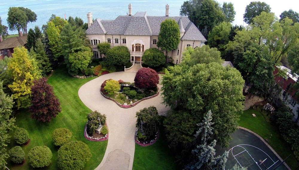 This is an aerial view that shows the front of the house with a small garden in the middle of the driveway. Image courtesy of Toptenrealestatedeals.com.