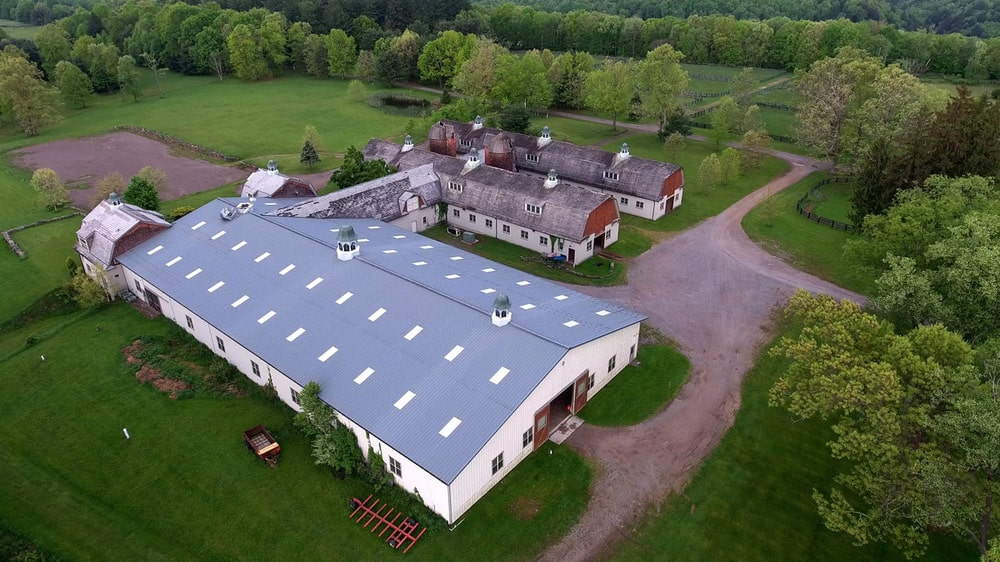 This is an aerial view of the equestrian facility of the estate with structures connected by hallways. Image courtesy of Toptenrealestatedeals.com.