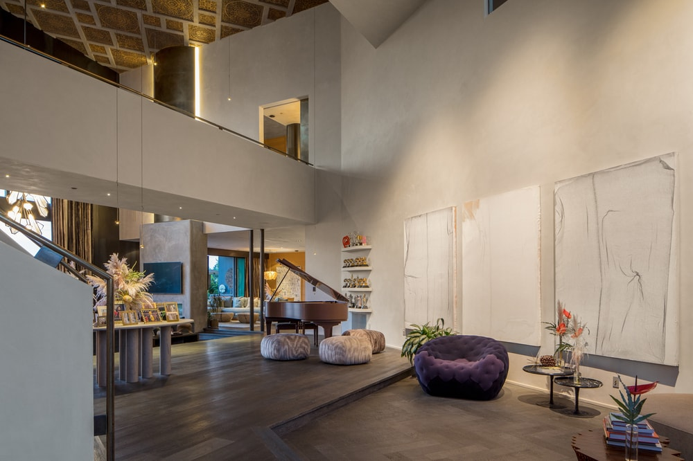 This other view of the foyer showcases the indoor balcony of the second level that has a clear sweeping view of both foyer and living room. Image courtesy of Toptenrealestatedeals.com.