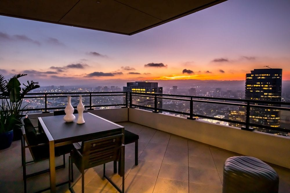 This is a look at one of four terraces of the penthouse. This is fitted with an outdoor dining area to better enjoy the sweeping views of the city. Image courtesy of Toptenrealestatedeals.com.