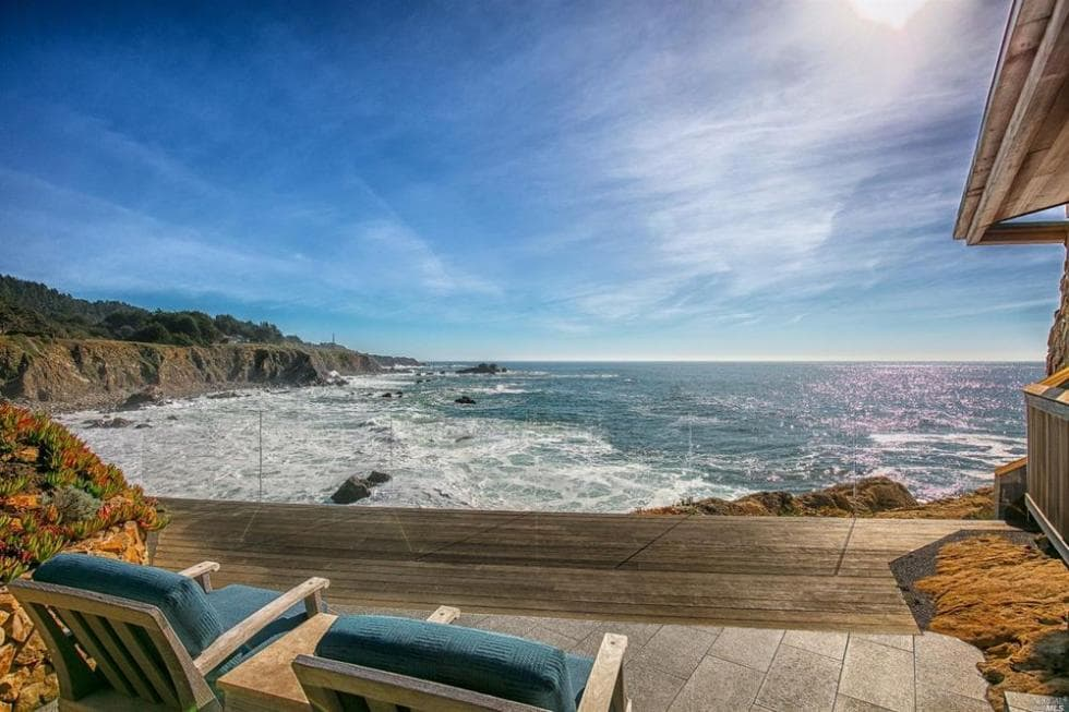 This is the view of the ocean from the vantage of the wooden deck with glass panels as railings to maximize the view. Image courtesy of Toptenrealestatedeals.com.