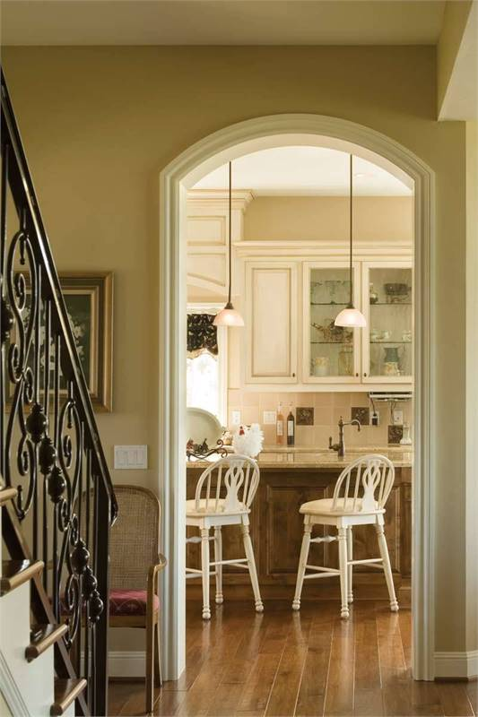 Hallway with an arched doorway leading to the kitchen.