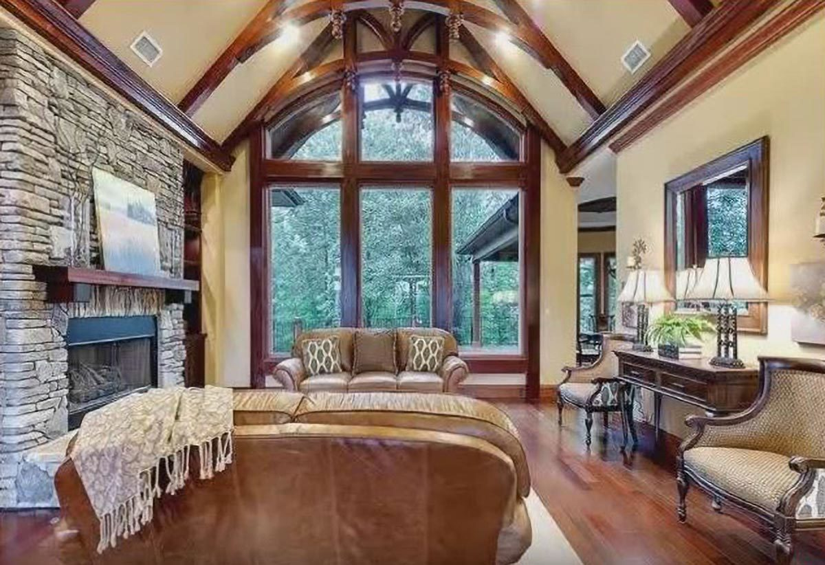 An enormous arched window on the side invites an ample amount of natural light in.