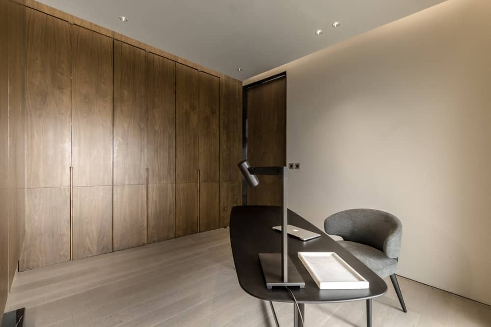 These swiveling walls can be closed to have a closed-off office.